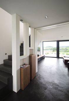 Design Eingang mit Treppen und Blickachse