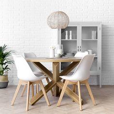 Mesa redonda y sillas