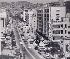 Avenida Victoria, Caracas Greece Pictures, Old Pictures, How Beautiful, Beautiful Places, Travel Inspiration, Times Square, Street View, Country, City