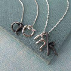 Oxidized Custom Initials Necklace por Laladesignstudio en Etsy