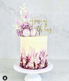 26 Birthday Cake, Modern Birthday Cakes, Pretty Birthday Cakes, Pretty Cakes, Cute Cakes, Beautiful Cake Designs, Beautiful Cakes, Cake Decorating Techniques, Cake Decorating Tips