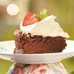 Suklaapilvikakku Sweet Bakery, Cakes And More, Eat Cake, Delicious Desserts, Cake Decorating, Cheesecake, Deserts, Food And Drink, Favorite Recipes