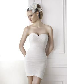 Brautkleid aus der Pronovias Brautmoden Kollektion 2015 :: bridal dress from the 2015 Pronovias collection