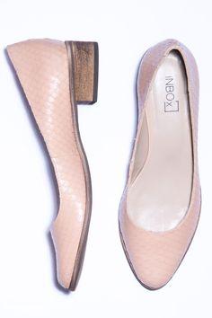 Sapato liso salto bloco nude