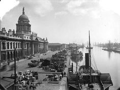 Customs house by the docks Old Photos, Vintage Photos, Irish Independence, Customs House, Dublin, Paris Skyline, Ireland, Nostalgia, Places