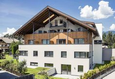 Garni Hotel Clara Riscone (Reischach) Garni Hotel Clara offers Alpine-style rooms with panoramic views in Riscone, 700 metres from Kronplatz ski lifts. A typical South-Tyrolean breakfast buffet is provided daily.