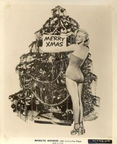 Marilyn Monroe, the Xmas pin-up girl! Old Hollywood, Classic Hollywood, Hollywood Photo, Hollywood Style, Mae West, Divas, Marlene Dietrich, Brigitte Bardot, Marilyn Monroe Fotos