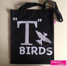 Tote bag T Birds by Seasonfall on Etsy #grease #greaser #greasemusical #musical #rockabillylife #rockabilly #dannyzuko #sandyolsson #dannyandsandy #tbirds #pinkladies #totebag #accessories #stencil #comediemusicale #bordeaux #faitmain #yourtheonethatiwant #johntravolta #olivianewtonjohn #artoninstagram #fashion #etsy #etsyshop #etsystore #etsyseller #sandradee #sanvalentin #giftidea #saintvalentin