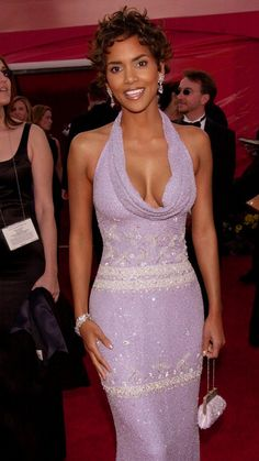 Halle Berry In Bagley Mischka at the 2001 Academy Awards
