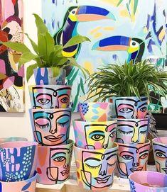 Flower Pot Art, Flower Pot Design, Painted Plant Pots, Painted Flower Pots, Indoor Water Fountains, Diy Décoration, Pottery Painting, Terracotta Pots, Cool Ideas