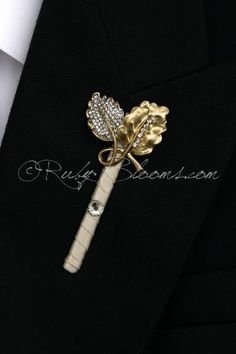 Ivory Gold Crystal Leaves Groom Best Man Boutonniere #groomsmen #gifts #groomsmengifts #groom #groomsmen #boutonniere #lapel #pin #pins #lapelpins #buttonhole #buttonholepins #groomspin #groomslapelpins #manaccessory #fatherofthebride #fatherofthegroom #weddingaccessory #boutonniere #brooch #broach #prom #ringbearer #crystal #gold #silver #ivory #silvergold #goldsilver #silverleaves #wedding #set #weddingpackage #weddingcollection