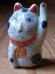 八郷の日々: 招き猫 Manekineko -- lucky waving cat