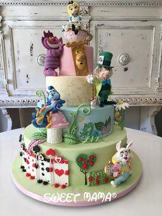 Alice in Wonderland themed christening cake. Torta a tema Alice by sweetmama.it - Wonderland Alice In Wonderland Tea Party Birthday, Alice In Wonderland Cakes, Wonderland Party, Crazy Cakes, Mad Hatter Cake, Disney Cakes, Disney Themed Cakes, Diy Cake, Gorgeous Cakes
