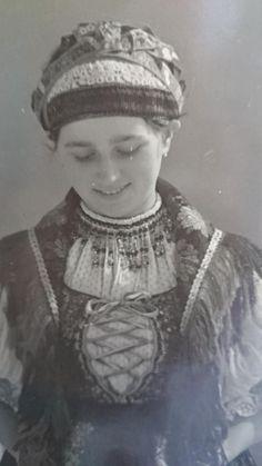 Hungarian Girls, Folk Costume, Fashion History, Folklore, Hungary, Old Photos, Art Decor, Captain Hat, Batman