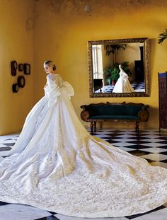 Vestidos de festa   O estilista Sandro Barros fala sobre o modelo certo, vestidos de noiva e tendências Lauren Santo Domingo também é uma referência de vestido de noiva para Sandro. Foto: Christina Pitanguy