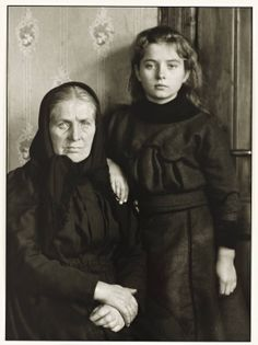 """""""Grandmother and Granddaughter"""", 1911-14, photo: August Sander (1876-1964)"""