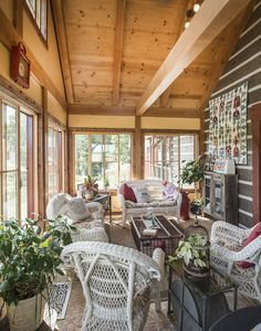 Sunroom In A Hochstetler Log Home