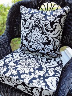 Simplicity pattern #4124 is perfect for making seat cushions to tie in with your outdoor décor!