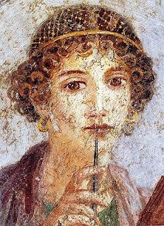 Sulpicia: vivió bajo el imperio de Augusto (primera mitad del siglo I a. C.), es la única poeta romana de quien se han conservado textos hasta nuestros días. Hija de Servio Sulpicio Rufo y de Valeria, hermana de Marco Valerio Mesala Corvino. Huérfana de padre, su tío, Mesala, fue su tutor, lo que aparentemente le permitió cierta emancipación ligada a la holgura de su condición social sumado al hecho de que estaba en el epicentro de la creación literaria de su momento.