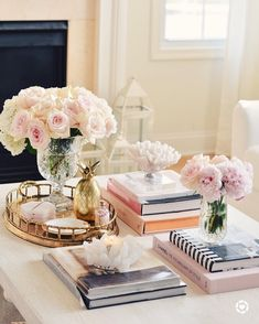 Coffee table accents, romantic coffee table, how to style your coffee table - Wohninspirationen - Coffee Table Decor Living Room, Decorating Coffee Tables, Living Room Decor, Bedroom Decor, Living Rooms, Coffee Table Styling, Coffe Table, How To Style Coffee Table, How To Decorate Coffee Table