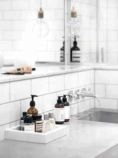 7 Details That Will Make Your Home Look Expensive • Foreign Rooftops Bad Inspiration, Decoration Inspiration, Bathroom Inspiration, Bathroom Ideas, Bathroom Bath, Bathroom Cabinets, Bathroom Vanities, Paris Bathroom, Restroom Ideas