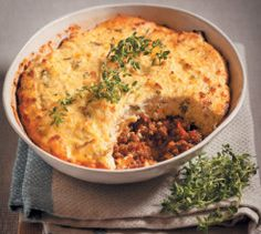 This carb-free Mince and Ricotta Pie mimics a cottage pie and takes only half an hour! Paleo Dinner, Dinner Recipes, Dinner Ideas, Ricotta Torte, Carb Free Dinners, Beef Recipes, Healthy Recipes, How To Peel Tomatoes, Cottage Pie
