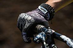 Bike Glove Ledge - Max Grip & Protection - Red / Black - Bikewear Men - ION