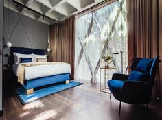 Another room from @hotelindigo.warsaw designed by @2kulproject captured by amazing @piotrgesicki. #instadaily #interiordesign #interiorarchitecture #hoteldesign #royalblue #newhotel #luxurylife #travelwithstyle #goodmorning #goodnight #warsaw #london #tamarindo #sanjose