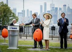 On their May 2015 State Visit to Canada, King Willem Alexander and Queen Maxima presented the city of Torono with 7 'Tulpi' chairs, which resemble the Netherlands' official flower, the tulip. Here the King and