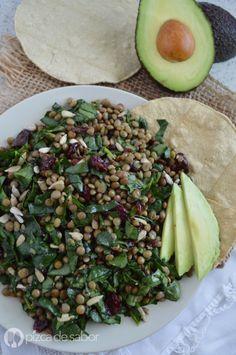 Ensalada de lentejas con espinaca www.pizcadesabor.com Healthy Food Swaps, Healthy Salad Recipes, Vegan Recipes Easy, Healthy Cooking, Vegetarian Recipes, Healthy Eating, Cooking Recipes, Delicious Recipes, Tasty