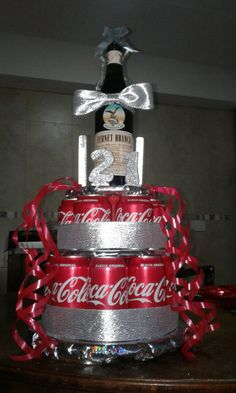 """Torta"" de Fernet Branca y latas de Coca Cola. Como regalo de cumpleaños o para una fiesta. Birthday Souvenir, 18th Birthday Party, Gift For Music Lover, Ideas Para Fiestas, Coca Cola, Ale, Diy And Crafts, Projects To Try, Christmas Ornaments"