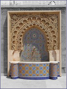 Pooja Room Door Design, Wall Design, Islamic Architecture, Art And Architecture, Ganpati Decoration Design, Temple Design For Home, Garden Pond Design, Ganapati Decoration, Interior Columns