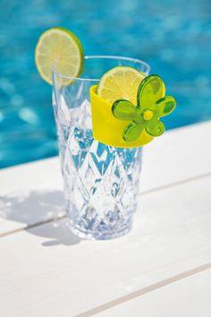 Bicchiere Crystal L by Koziol Werksdesign | KOZIOL  Colorati, maneggevoli ed impilabili, i bicchieri Crystal di Koziol sono la soluzione elegante alle vostre feste all'aperto! Per i vostri long drink con il loro taglio a diamante si distinguono dai semplici bicchieri in plastica, qui di altissima qualita', e sono adatti anche ai bambini. Leggeri ma robusti sono anche lavabili in lavastoviglie. Disponibile in varie colorazioni