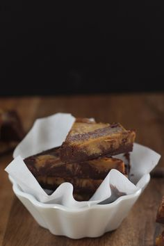 Chocolate Pumpkin Sunbutter Treats via PaleOMG 2 cup Enjoy Life Chocolate Chips (or dark chocolate brand of choice) ⅓ cup coconut milk ½ cup. Pumpkin Recipes, Paleo Recipes, Sweet Recipes, Real Food Recipes, Paleo Dessert, Healthy Sweets, Dessert Recipes, Paleo Chocolate, Chocolate Recipes