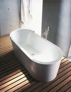 Soaking tub featuring a very modern Philippe Starck design. Philippe Starck, Duravit, Bad Inspiration, Bathroom Inspiration, Bathroom Fixtures, Bathroom Lighting, Bathrooms, Modern Luxury Bathroom, Bathroom Furniture Design
