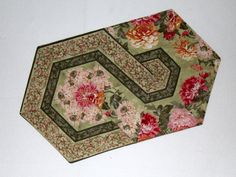 tablecloth Crazy Quilt Blocks, Tablerunners, Table Toppers, Triangle, Decorative Boxes, Table Decorations, Sewing, Rugs, Fabric