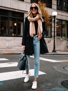 As much as I love winter fashion for its layers, I love it even more because of how simple it can be. To me, winter fashion is all about the right coat and the right pair of shoes and today,…