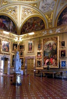Pitti Palace ~ Renaissance palace in Florence, on the south side of the Arno, Italy. Voyage Florence, Rome Florence, Palacio Pitti, Europe, Siena, Italy Travel, Wonders Of The World, Bangkok, Beautiful Places