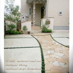 女性で、3LDKのおうち/ナチュラル/北欧暮らしの道具店/ブランケット/ミニマルライフ/日常…などについてのインテリア実例を紹介。(この写真は 2017-10-23 22:58:03 に共有されました) Provence, Exterior Tiles, Build Your Own House, Door Gate, House Entrance, Room Tour, Garden Paths, Sidewalk, New Homes