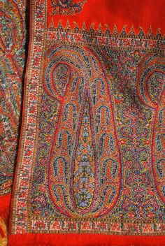 Hand twill tapestry Kashmiri red sash or stole dating to the mid century. Kani weave edges and a fine wool central field. Types Of Embroidery, Embroidery Designs, Kashmiri Shawls, Weaving Textiles, Paisley Pattern, Pattern Paper, Handicraft, Flower Art, Bohemian Rug