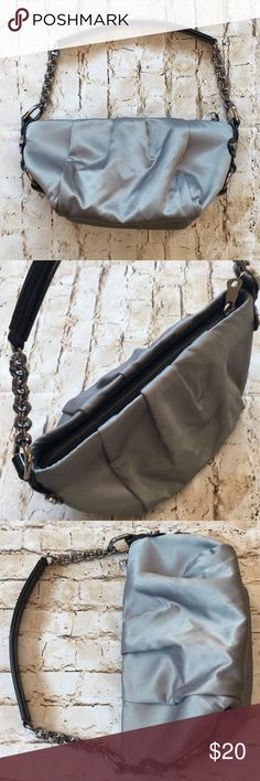 """Simple Vera Wang Silver Gray Bag Great condition Trim man made material  Silver hardware  Super cute 10 1/2"""" long including strap  5 1/2"""" deep  9"""" wide  No rips tears or stains Non-smoking environment💕 Simply Vera Vera Wang Bags Shoulder Bags"""