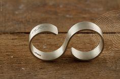 anel masculino Duo escovado by QUO. Jóia masculina feita à mão com design contemporâneo clean. Acabamento escovado sofisticado produzido em Prata 925. #minimalista #contemporaneo