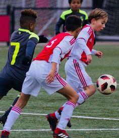 Kids Football, Sport Football, Kids Sports, Young Cute Boys, Cute Teenage Boys, Kids Boys, Speedo Boy, Kicker, Soccer Guys