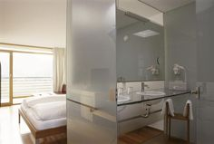 Dans l'air du temps Double Vanity, Home Projects, Bathtub, Air, Mirror, Bathroom, Furniture, Home Decor, Picky Eaters