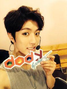 [PIC] 140801 Arirang Simply K-pop official twitter update - #인피니트 Sungyeol pic.twitter.com/FFxnCUz3aI