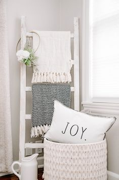 Feb 2020 - Easy to achieve farmhouse style with a whitewashed blanket ladder! Hang blankets, wreaths, decorate, and add some convenient storage. Home Living Room, Living Room Decor, Bedroom Decor, Modern Bedroom, Apartment Living, Farmhouse Blankets, Home Decoracion, Diy Casa, Blanket Storage