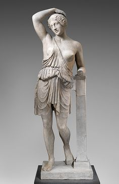 Statue of a wounded Amazon [Roman copy of a Greek bronze statue] She wears a short, sleeveless chiton unfastened at one shoulder and belted at the waist with a makeshift bit of bridle from her horse. The garment is known as an exomis, the type of clothing worn by Greek men for exercise, horse riding, or hard labor.