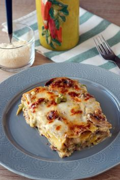 Lasagne alla boscaiola - Another! Tortellini, Pizza E Pasta, Great Appetizers, Stuffed Hot Peppers, Pasta Dishes, Italian Recipes, Salad Recipes, Food And Drink, Healthy Eating
