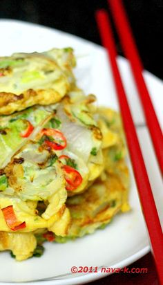 Bean Sprout Omelette Mini omelets made with eggs, bean sprouts, salad leaves, onions and red chillies. Side Recipes, Paleo Recipes, Cooking Recipes, What's Cooking, Bean Sprouts, Sprouts Salad, Fast Good, Morning Food, Mini Omelets