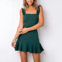 Shopping Spaghetti Strap Asymmetric Hem Plain Sleeveless Casual Dresses online with high-quality and best prices Casual Dresses at Luvyle. Hoco Dresses, Pretty Dresses, Sexy Dresses, Casual Dresses, Green Dress Casual, Backless Mini Dress, Chiffon Maxi Dress, Elegant Dresses For Women, Floral Print Maxi Dress